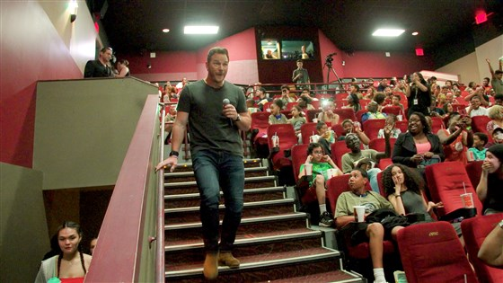Chris Pratt surprised young fans at a 'Jurassic World' screening